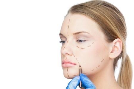 چهار مرحله دوران بهبودی پس از انجام عمل جراحی لیفت صورت